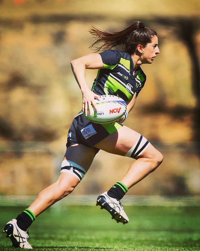 Alicia Quirk UNE Rugby Lions running with the ball