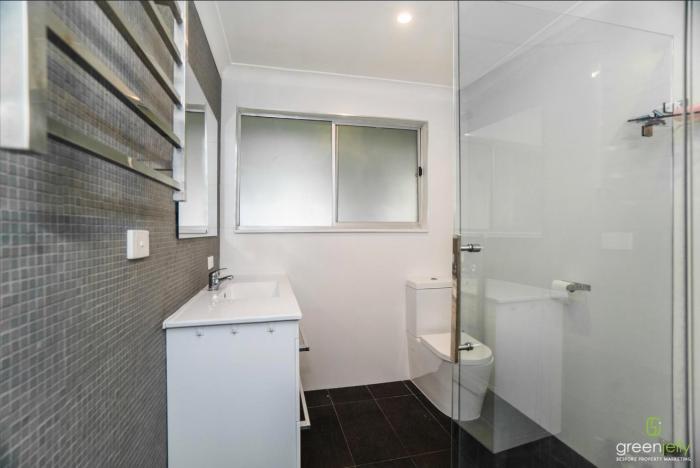 Modern Bathroom in share house