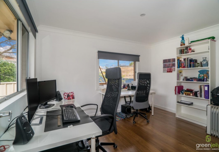 Large Study space with 2 desks in share house